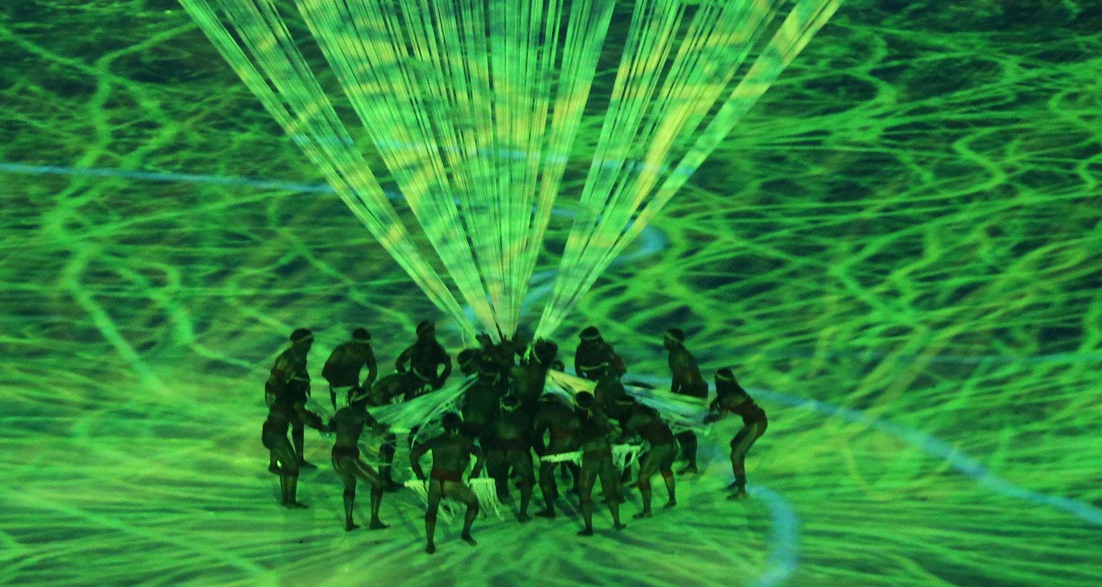 На церемонии открытия показали историю Бразилии до открытия южноамериканских берегов европейцами