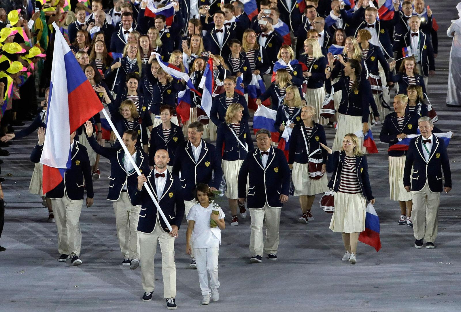 Российская сборная на параде атлетов во главе с действующим олимпийским чемпионом Сергеем Тетюхиным