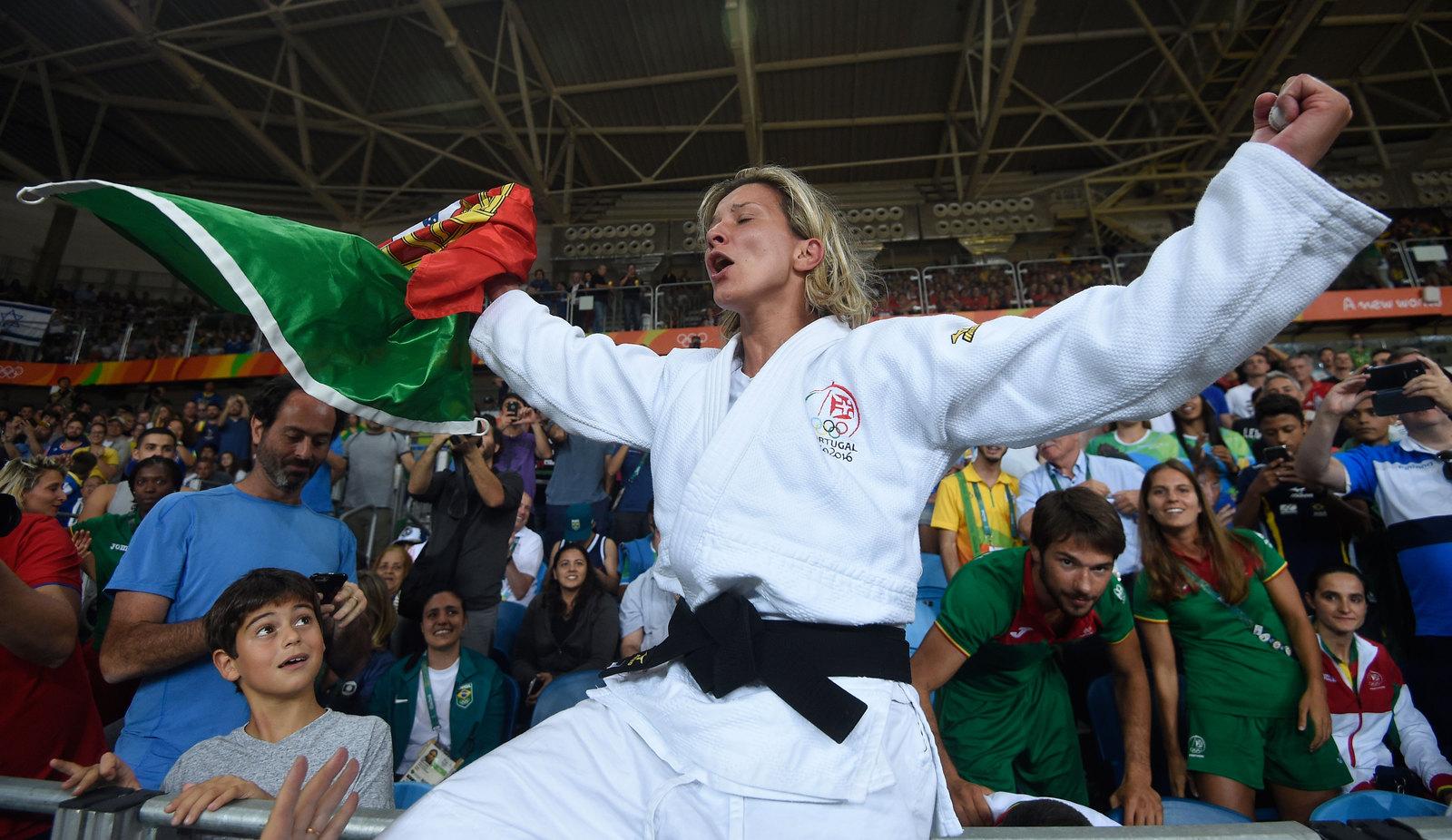 Португальская дзюдоистка празднует победу в бронзовой схватке