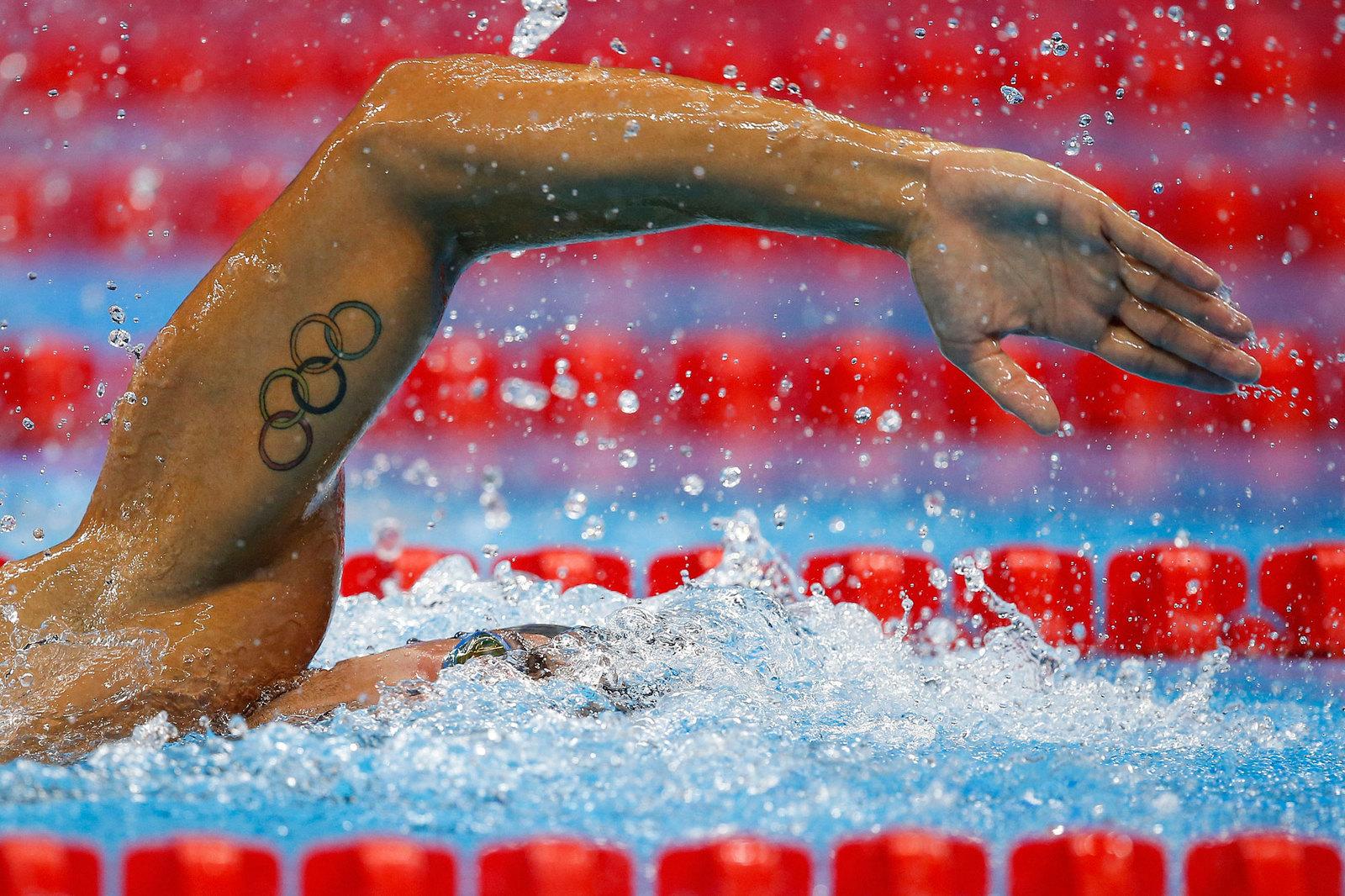 Олимпийские кольца на руке итальянского пловца Габриеля Детти