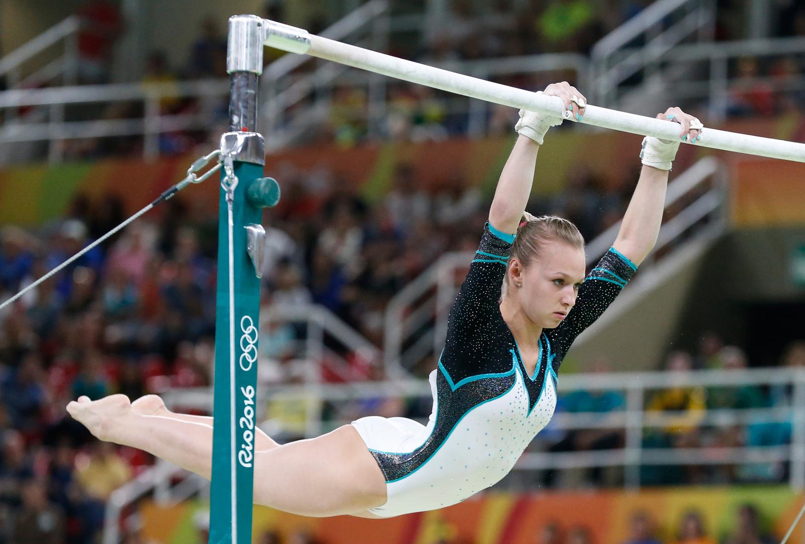 Российская гимнастка Дарья Спиридова допустила ошибку в упражнения на брусьях, стоившую ей медали