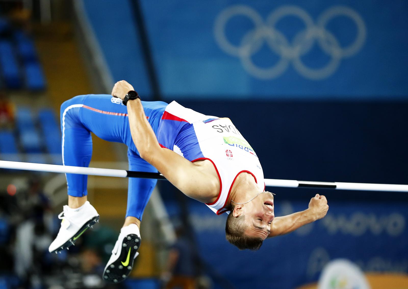 Прыжок в высоту серсбкого атлета Михаила Дудаша