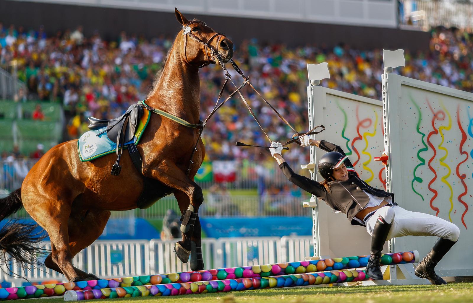 Венгерка Жофия Фольдхази не смогла найти общий язык со своей лошадью