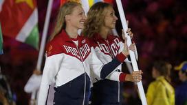На церемонии закрытия олимпийских игр флаг России нес дуэт легендарных синхронисток - Светлана Ромашина и Наталья Ищенко