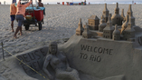 Пляжи встречают гостей и участников Олимпиады оринальными скульптурами из песка