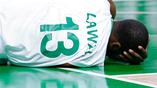 Нигерийский баскетболист Шейн Лавал упал во время мачта со сборной Аргентины