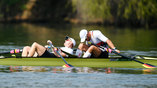 Немецкие гребцы отдыхают после заплыва
