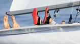 яхтсмены отдыхают после гонки