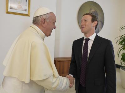 марк цукерберг встретился папой римским подарил беспилотник
