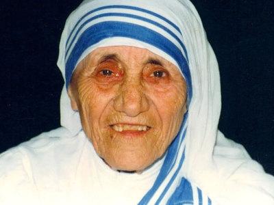 папа франциск мать терезу святой накормить бедняков пиццей