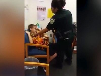 Полиция арестовала десятилетнего мальчика-аутиста, пнувшего педагога