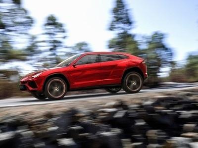 Россияне выстроились в очередь за несуществующим супер-кроссовером Lamborghini