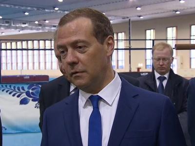 дмитрий медведев допустил выступление российских атлетов нейтральным флагом