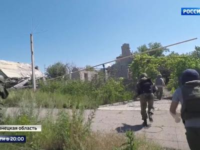 Обстрелы и новые жертвы: в Донбассе фиксируют военные преступления Киева