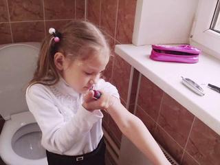 Русские девочки в туалете секс видео