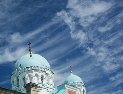 Более 10 тыс верующих после молебна направились Крестным ходом в Киево-Печерскую лавру