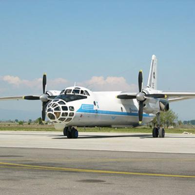 Пассажирский самолет с неработающим левым двигателем совершил вынужденную посадку в Хабаровске
