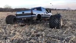 Такого вы не видели: монстр-пикап Chevrolet и колеса из гипсокартона!