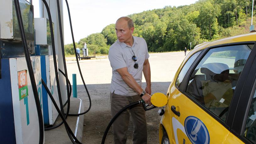 Путин разрешил наказывать нефтяников за подорожание бензина на АЗС