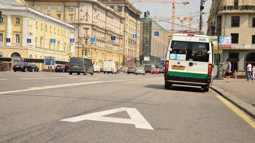 Московские водители нашли способ уйти от штрафов на выделенной полосе