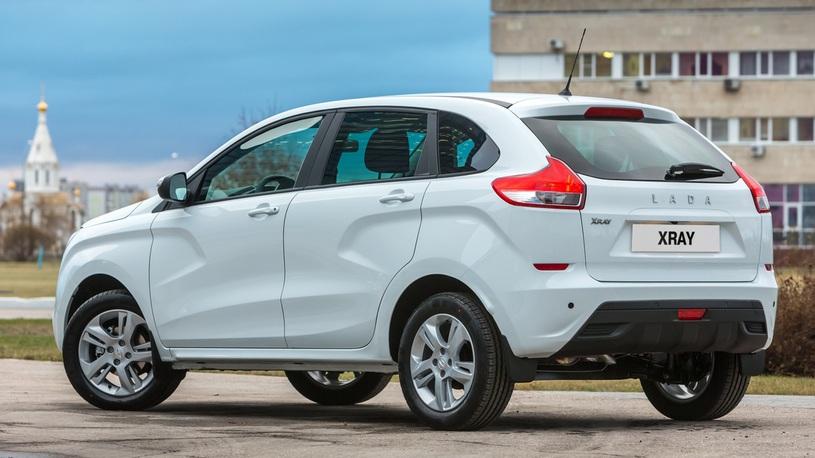 Продажи Lada Xray впервые пошли вниз