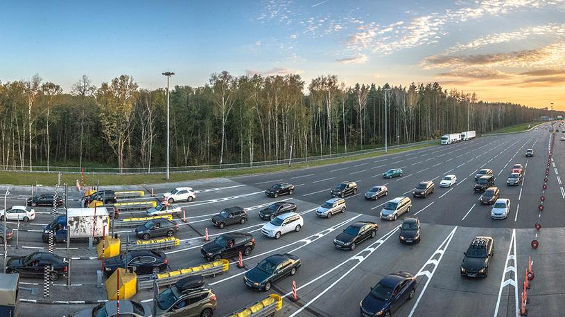 На трассе Москва-Питер более 30 машин застряли без бензина