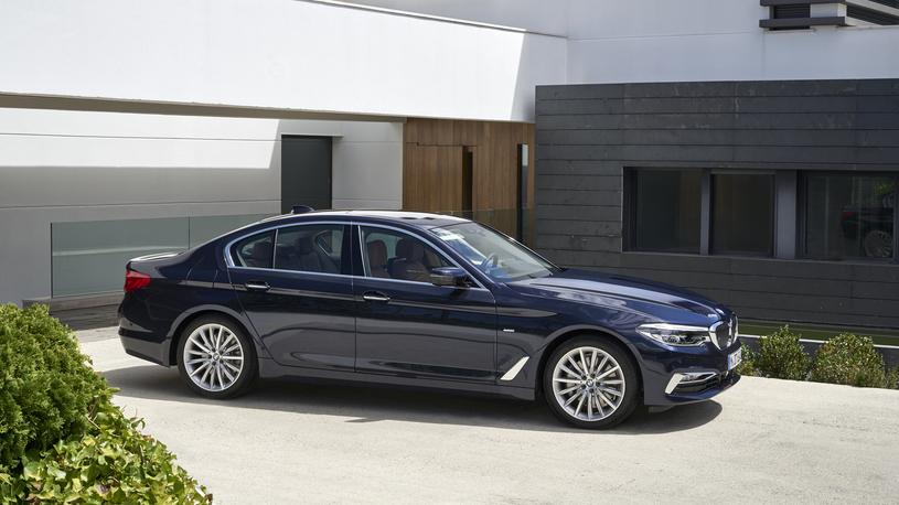 В России вновь подорожают автомобили Mercedes-Benz и BMW