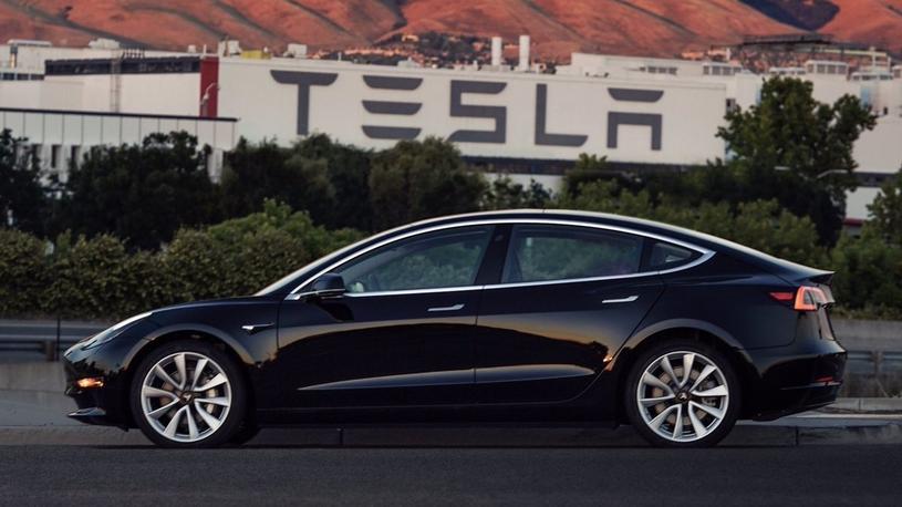 Tesla обвиняется в зверской эксплуатации рабочих и отказе от контроля качества
