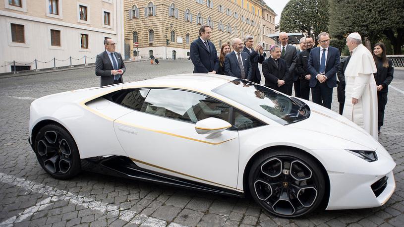 Папа римский продает свой суперкар Lamborghini