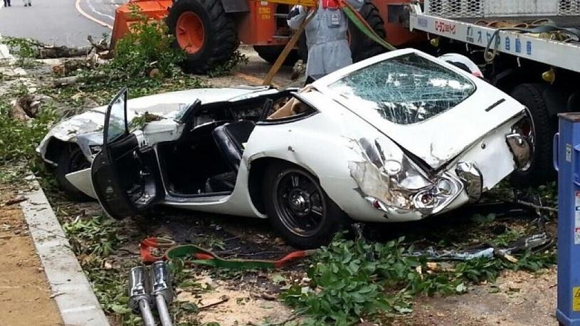 Богатые тоже бьются: редкий спорткар от Toyota превратился в груду железа!