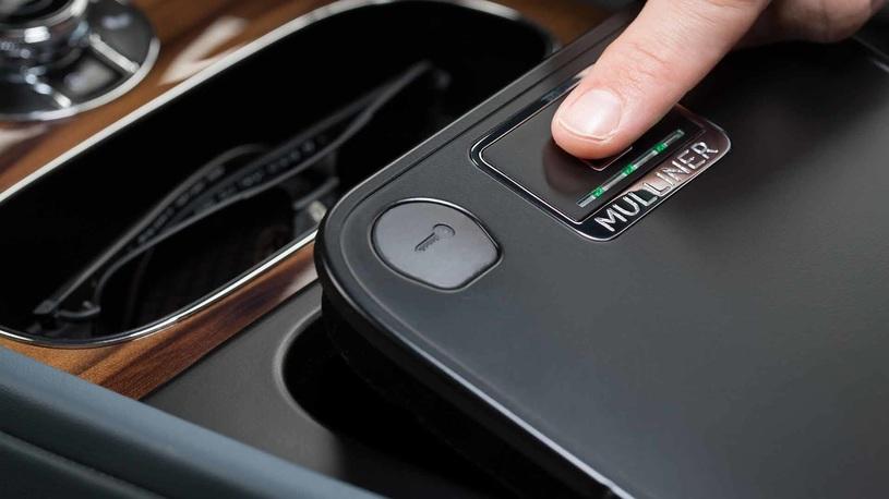 Кроссовер Bentley Bentayga получил сканер отпечатков пальцев