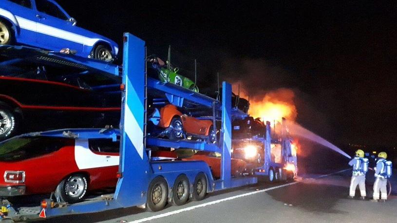 В Великобритании сгорела фура с автомобилями киногероев