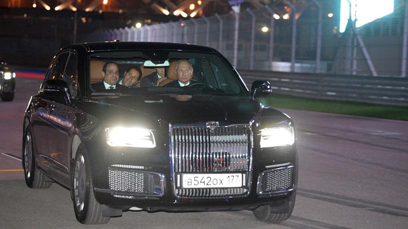 Путин прокатил президента Египта на Aurus Senat по гоночной трассе