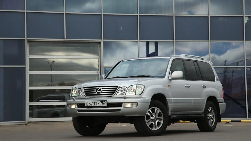 Ярмарка автотщеславия: самые популярные в России автомобили от 100 тыс. долларов