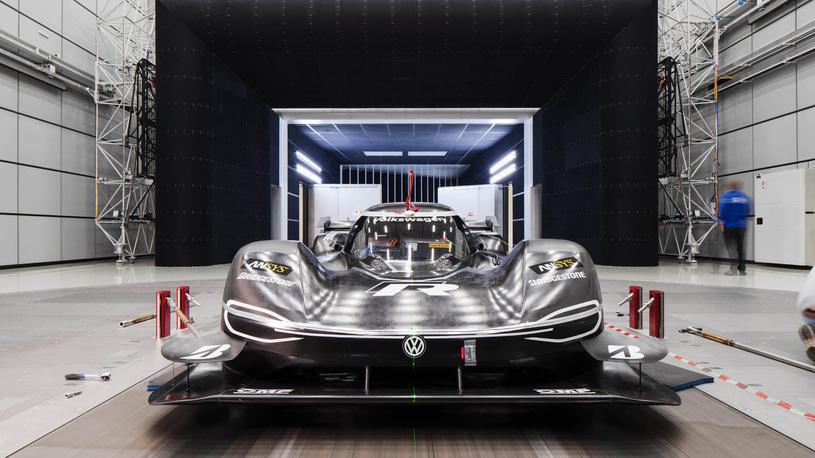 Volkswagen нацелился на абсолютный рекорд Нюрбургринга