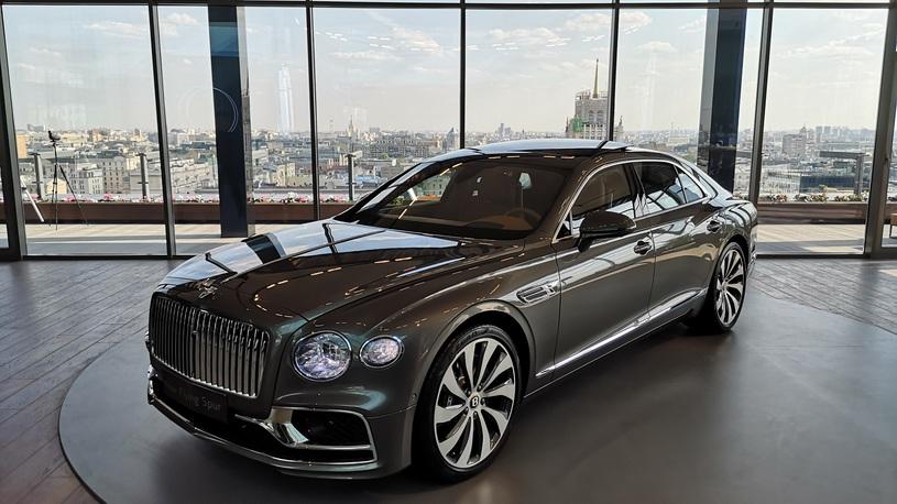 Круче Maybach и дешевле Aurus: в Россию привезли новый Bentley Flying Spur