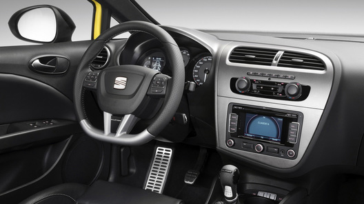 Seat Leon Cupra R подвинет VW Scirocco