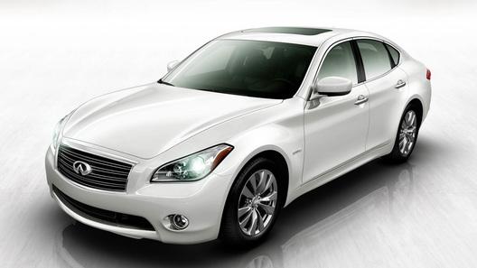 Infiniti M35 пополнит ряды экономичных автомобилей