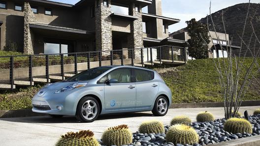 Спрос на электромобиль Nissan Leaf превышает производственные возможности
