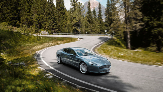 Четырехдверный спортседан Aston Martin Rapide