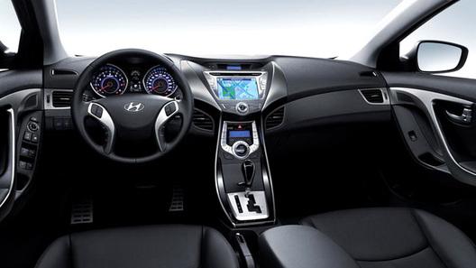 Hyundai публикует первый официальный снимок интерьера новой модели Elantra