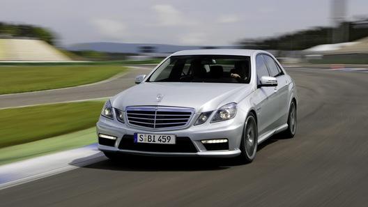 Суперкар Mercedes-Benz E63 AMG получил незначительные обновления