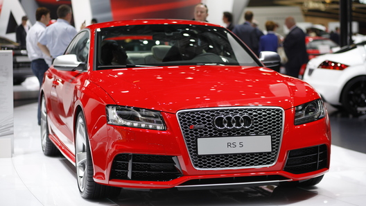 Audi показала компактный хэтчбек A1, удлиненный A8 и три мощных спорткара
