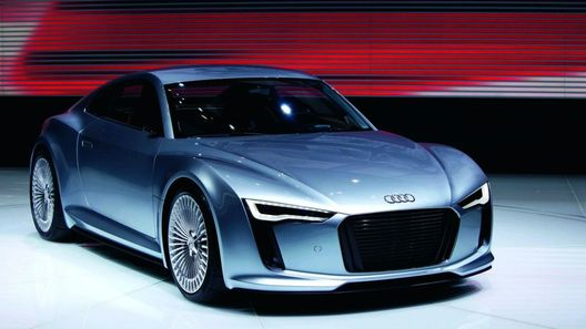 Audi готовит к автосалону в Париже родстер на базе электроспорткара R4 e-Tron