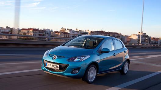 Обновленная Mazda2: ну что, красивая, поехали в Монако?