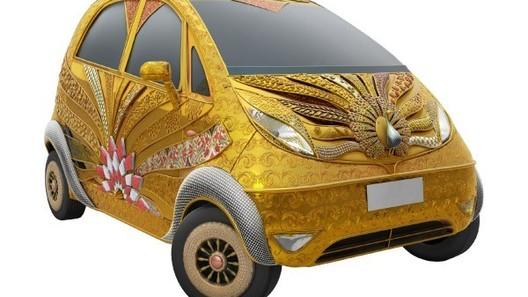 Индийские ювелиры покрыли Tata Nano золотом