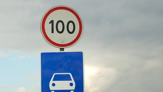 Штраф за превышение лимита скорости на 10 км/ч: сроки названы