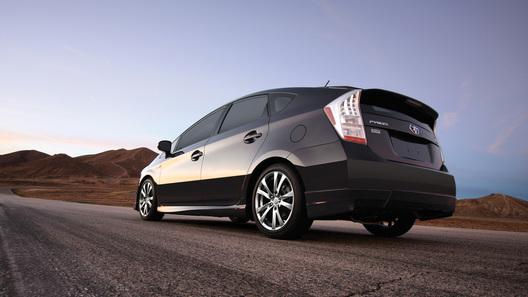 Toyota сделала Prius чуть спортивнее