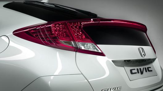 Honda обнародовала первое фото нового Civic 5D