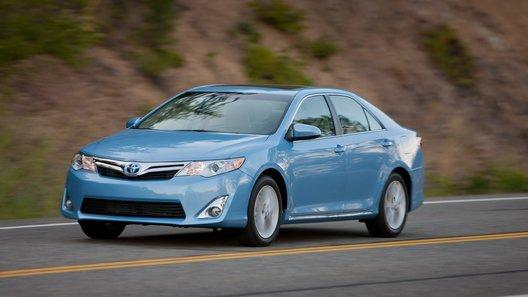 Гибридная Toyota Camry появилась на рынке США